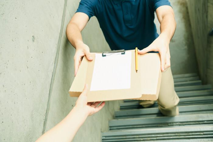 News-Bild Treppenaufstieg verweigert: Paketzusteller vom Empfänger geschlagen
