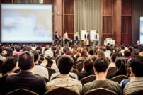 Konferenzraum mit Publikum