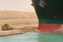 Bagger und Schiff