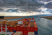 Industriecontainerschiff durch Suez Canal