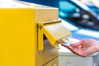 Brief einwerfen Briefkasten