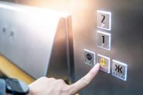 Notrufknopf im Fahrstuhl