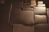 Paketmengen wachsen: Viele Pakete auf einem Stapel