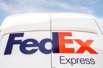 FedEx Express Logo auf Lieferfahrzeug