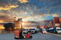 Container-LKW und Container-Frachtschiff