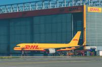 DHL-Flugzeug am Flughafen Leipzig/Halle