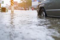 Hochwasser Auto Straße