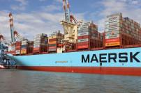Containerschiff mit Maersk Logo