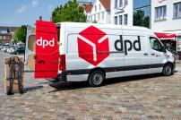 DPD-Zustellauto mit Paket