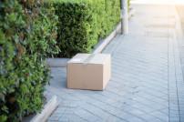 Paket auf Straße