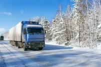 LKW auf Schneestraße