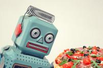 Roboter und Pizza