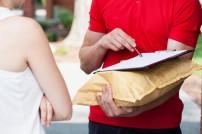 Übergabe eines Pakets