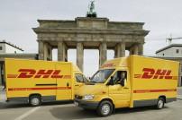 DHL Transporter vor Brandenburger Tor